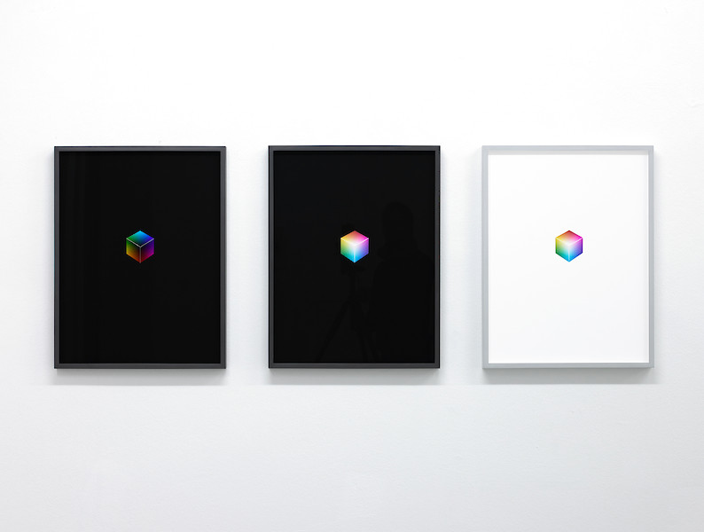A Two Dimensional Reproduction Of A Three Dimensional Object That Itself Represents A Non Dimensional Phenomenon Of Perception II, 2012 – Ed. 3+1; à 63 x 48,5 cm; Pigmentdruck auf Bütten